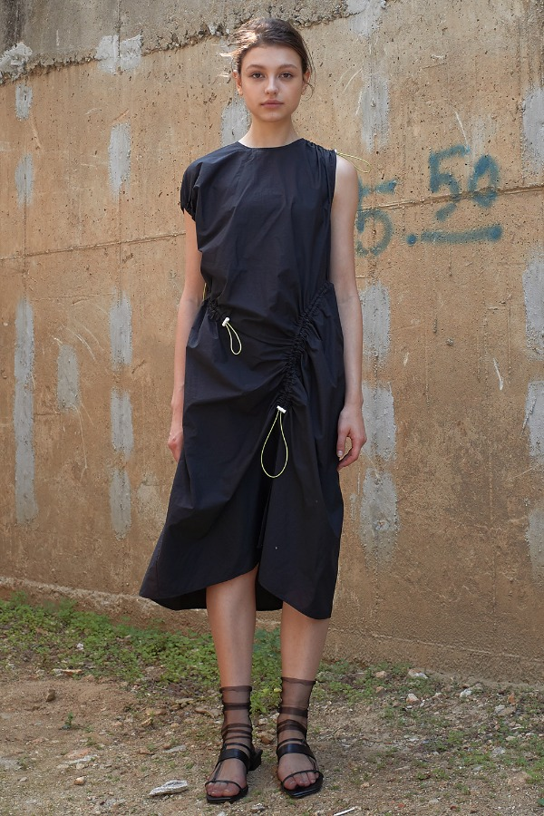 STRING SHRRING ONE-PIECE_BLACK
