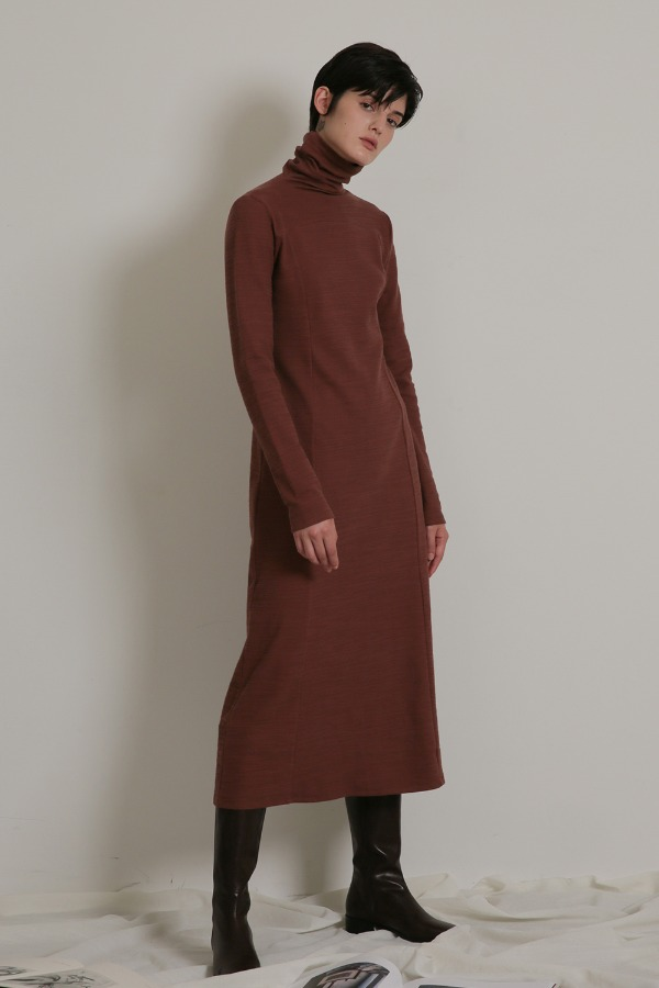 TUTTLE NECK LONG ONE-PIECE_RED BROWN