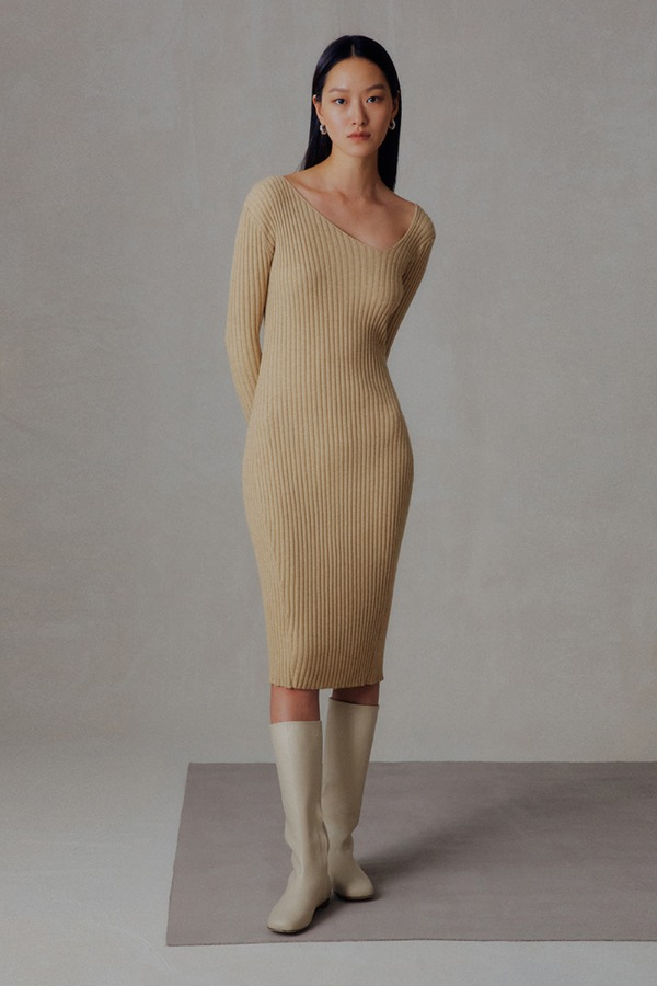 NECK POINT KNIT ONE-PIECE_BEIGE