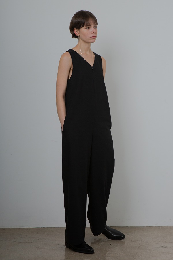 MINIMAL JUMPSUIT_BLACK