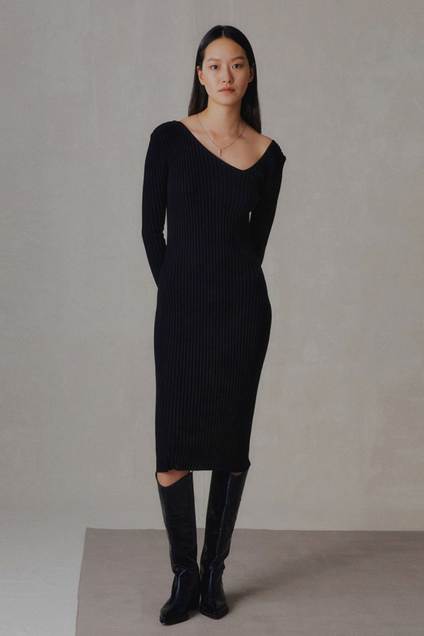 NECK POINT KNIT ONE-PIECE_BLACK
